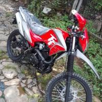 MOTO AKT 200 2019