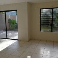 ALQUILO CASA RESIDENCIAL MIRAMAR, PRIVADA, 2 plantas, cochera 2 carros, sala, comedor, cocina con pantry