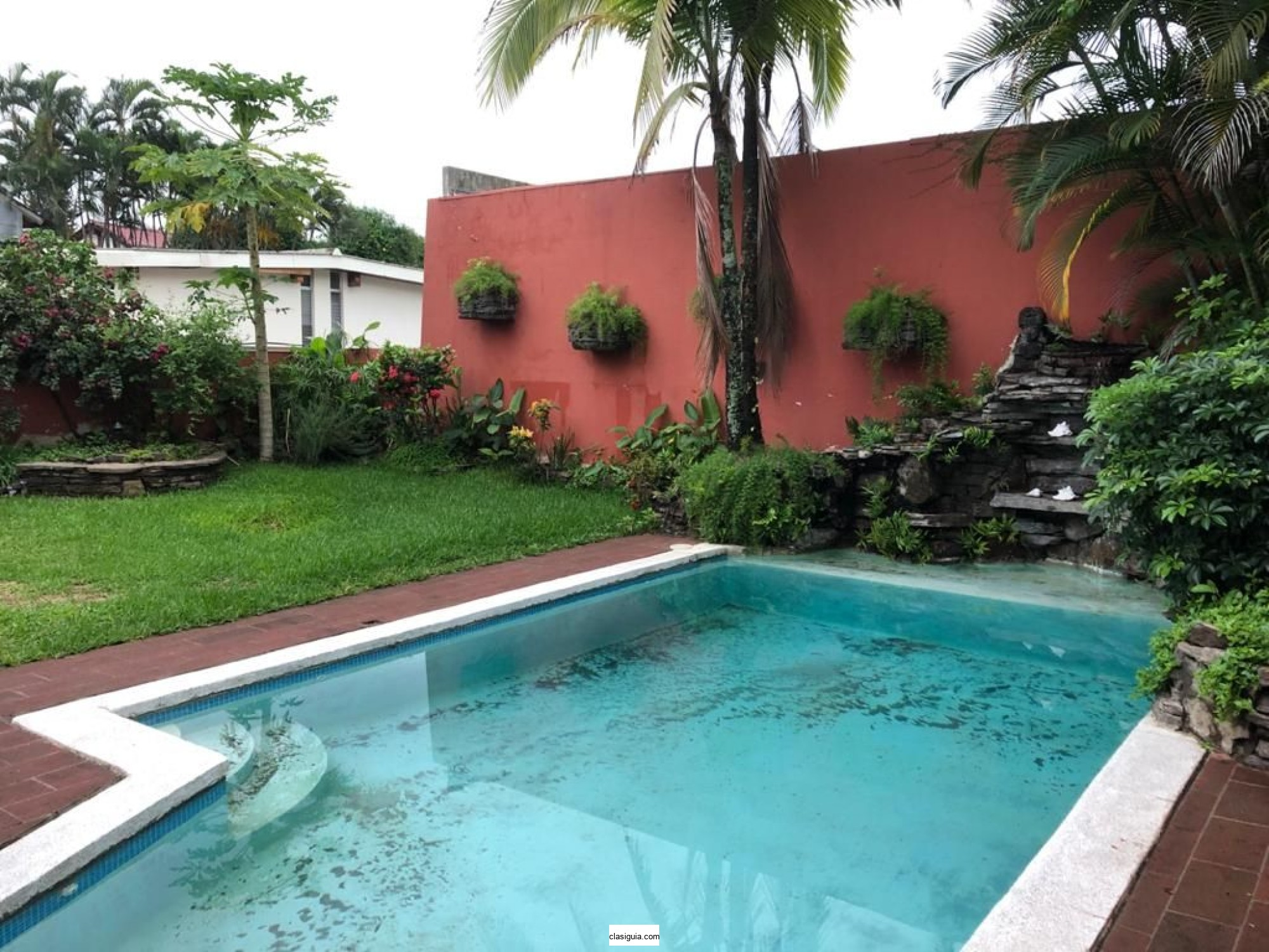 SE VENDE CASA CALLE LA MASCOTA - residencial pequeño PRIVADO ~ 500 v2 de terreno ~ 370 mts2 construcción