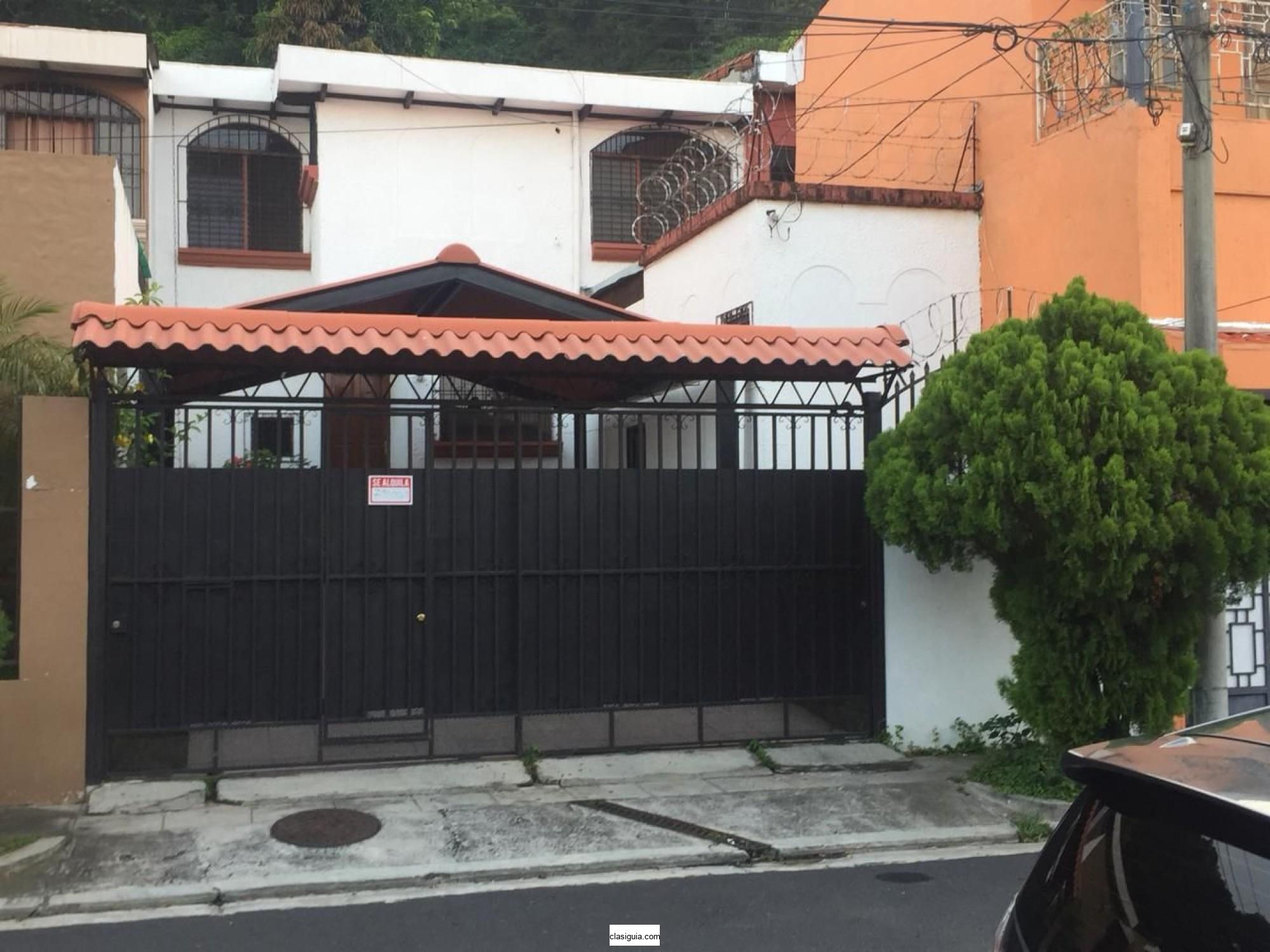 Se Alquila Casa en Bosques de Santa Elena