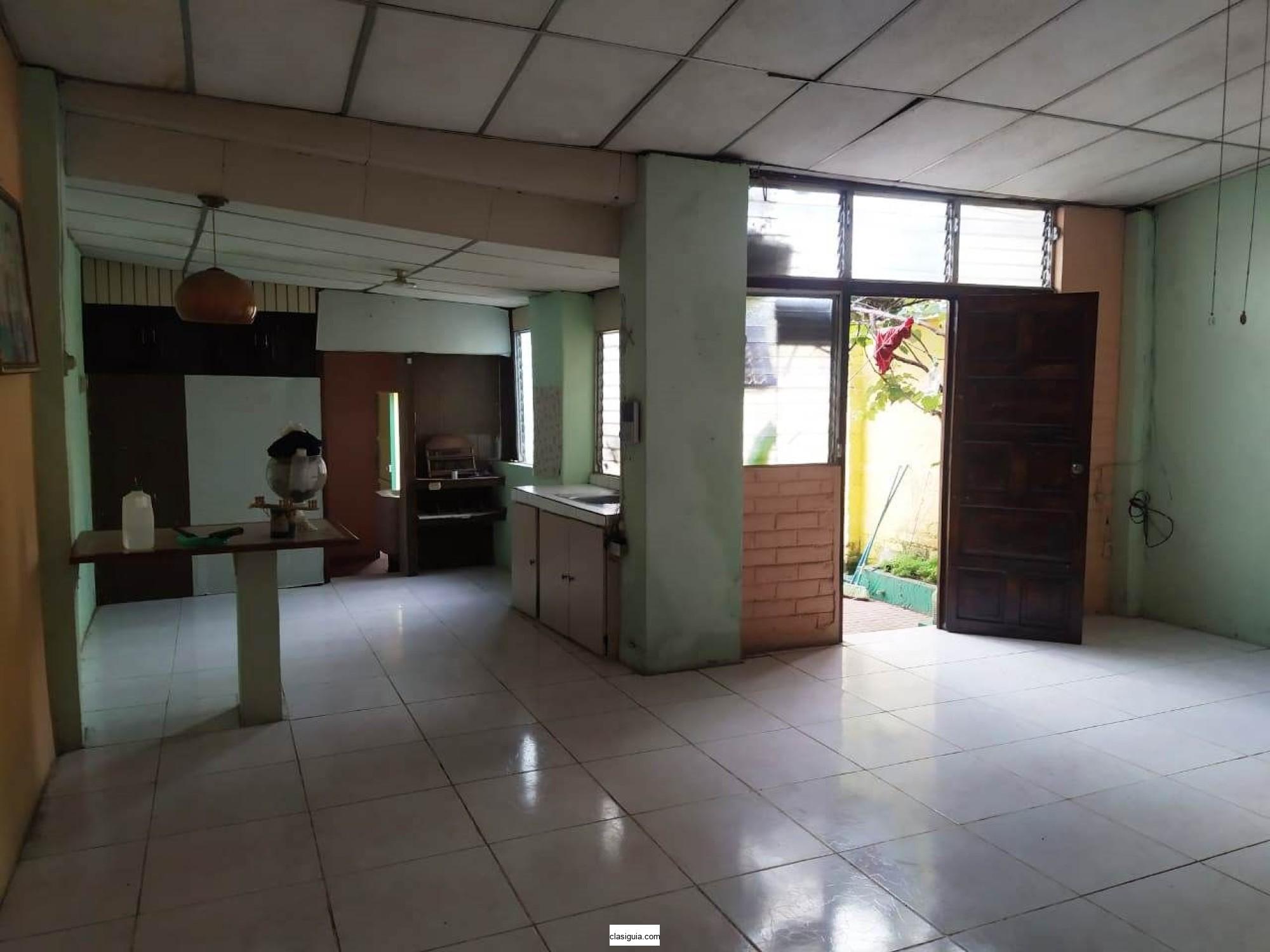 Vendo casa Barrio San Lorenzo, a 3 cuadras de Catedral en Santa Ana