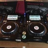 2x Pioneer CDJ-2000NXS2, Mezclador de DJ Pioneer DJM-900NXS2