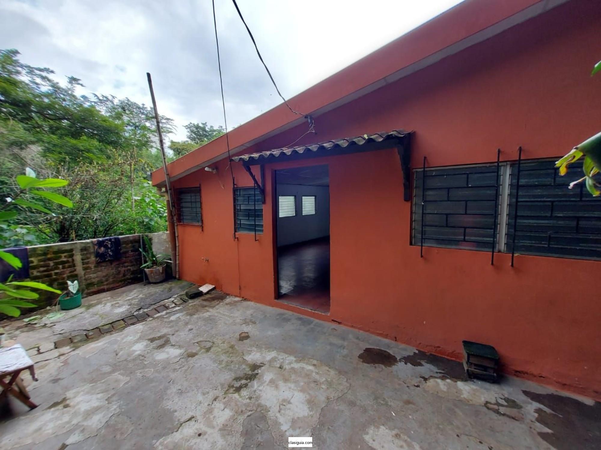 VENDO AMPLIA CASA EN COL. VAIRO.