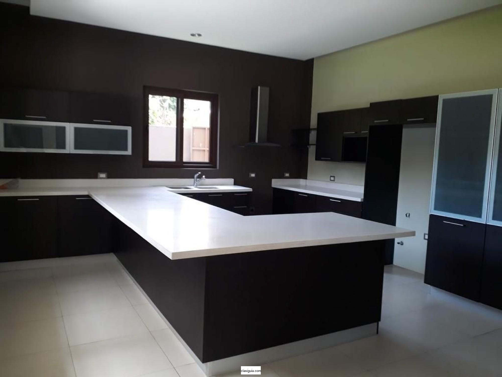 SE VENDE CASA RESIDENCIAL LA MONTAÑA, PRIVADO, MODERNA, Área de terreno 1,550 v2, Área de construcción 600 m2, Construida en 2016