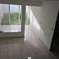 ALQUILO CASA VIA DEL MAR, 2 plantas, cochera cerrada con portón eléctrico