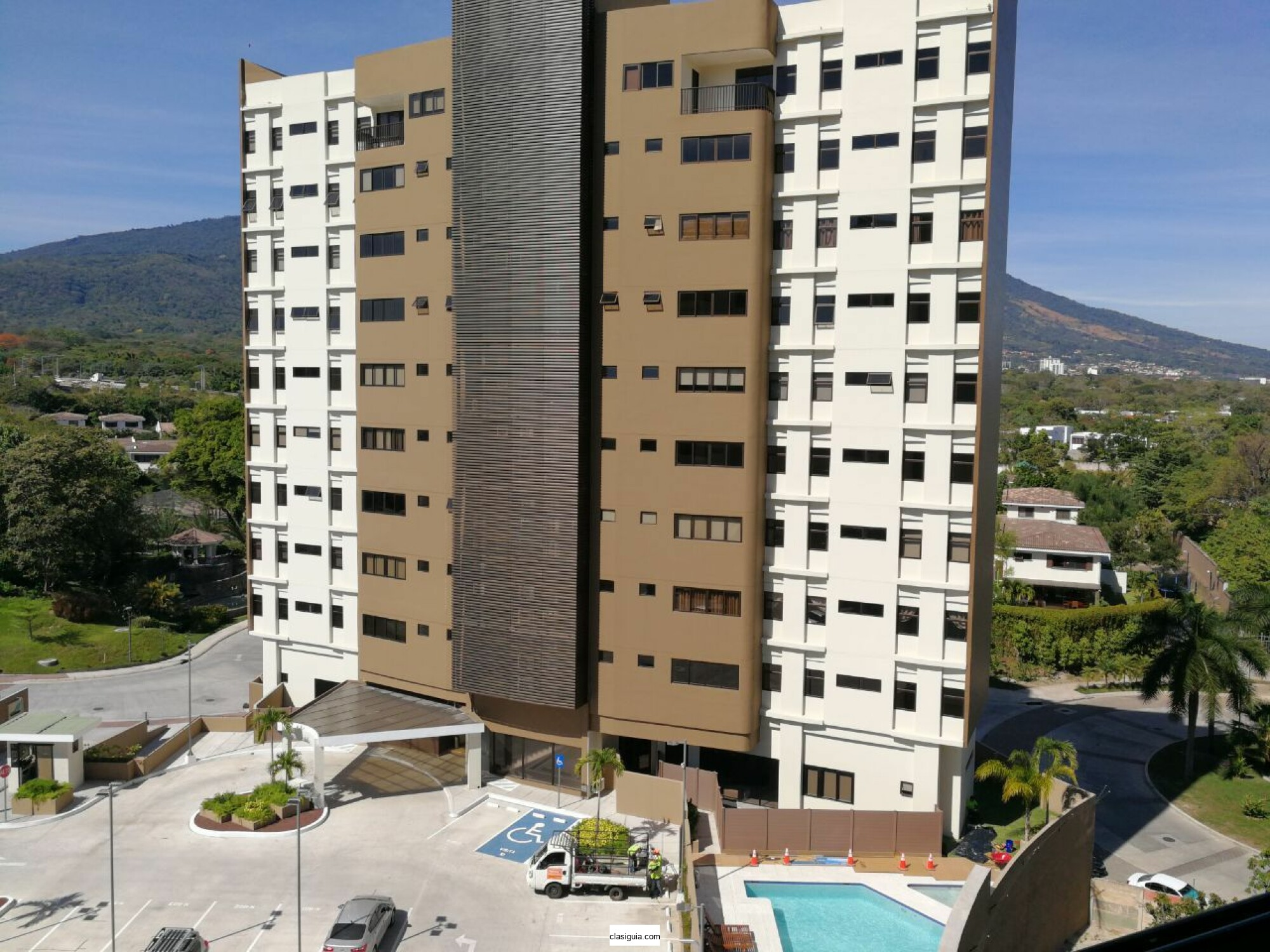SE ALQUILA APARTAMENTO TORRE LOS FAROS (zona multiplaza), CON LINEA BLANCA, tiene167 mts2