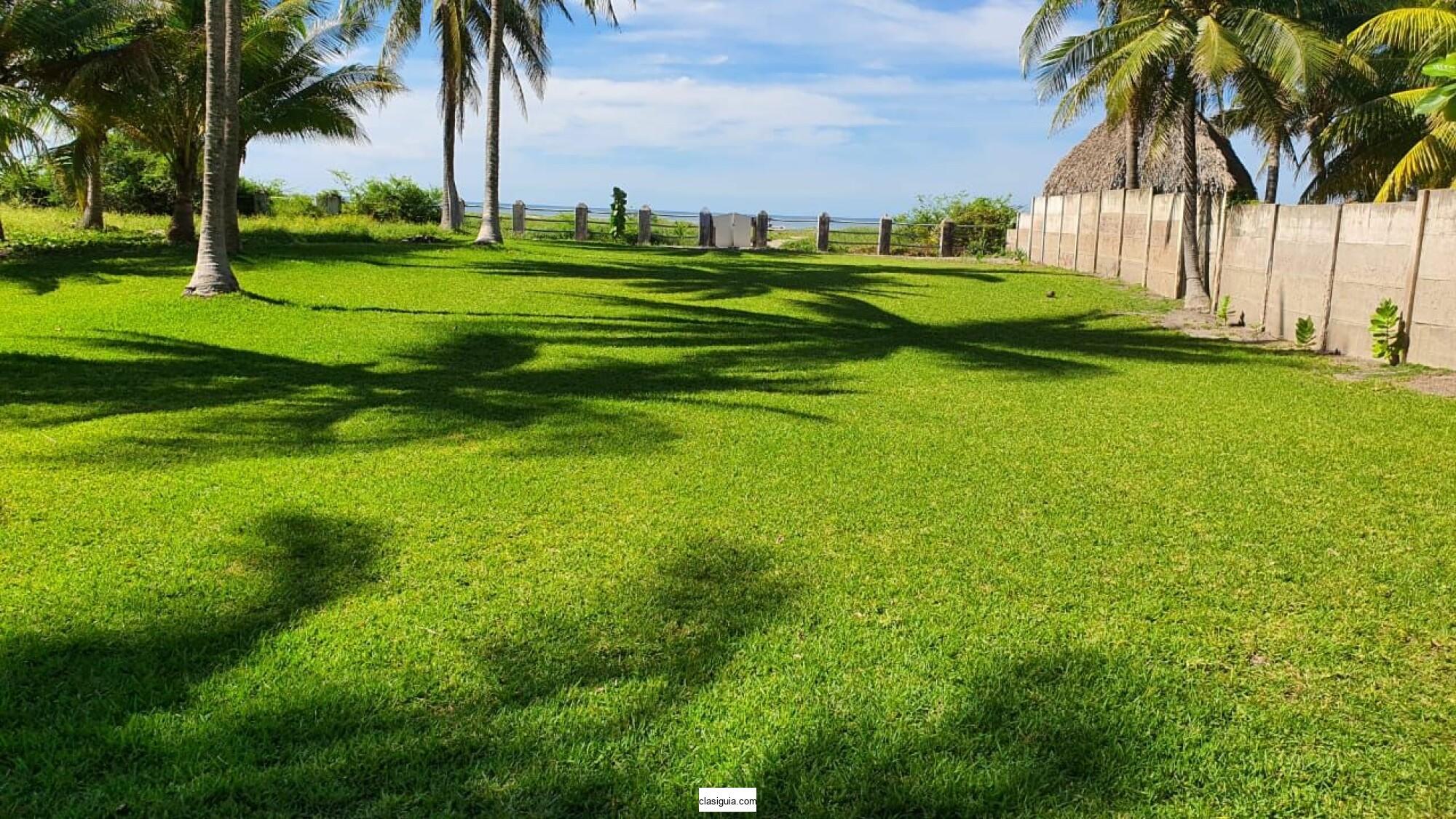 SE VENDE TERRENO COSTA DEL SOL KM 72, BUENA UBICACION,  PLANO, ENFRENTE DEL MAR, tiene 7,673 v2 de terreno total