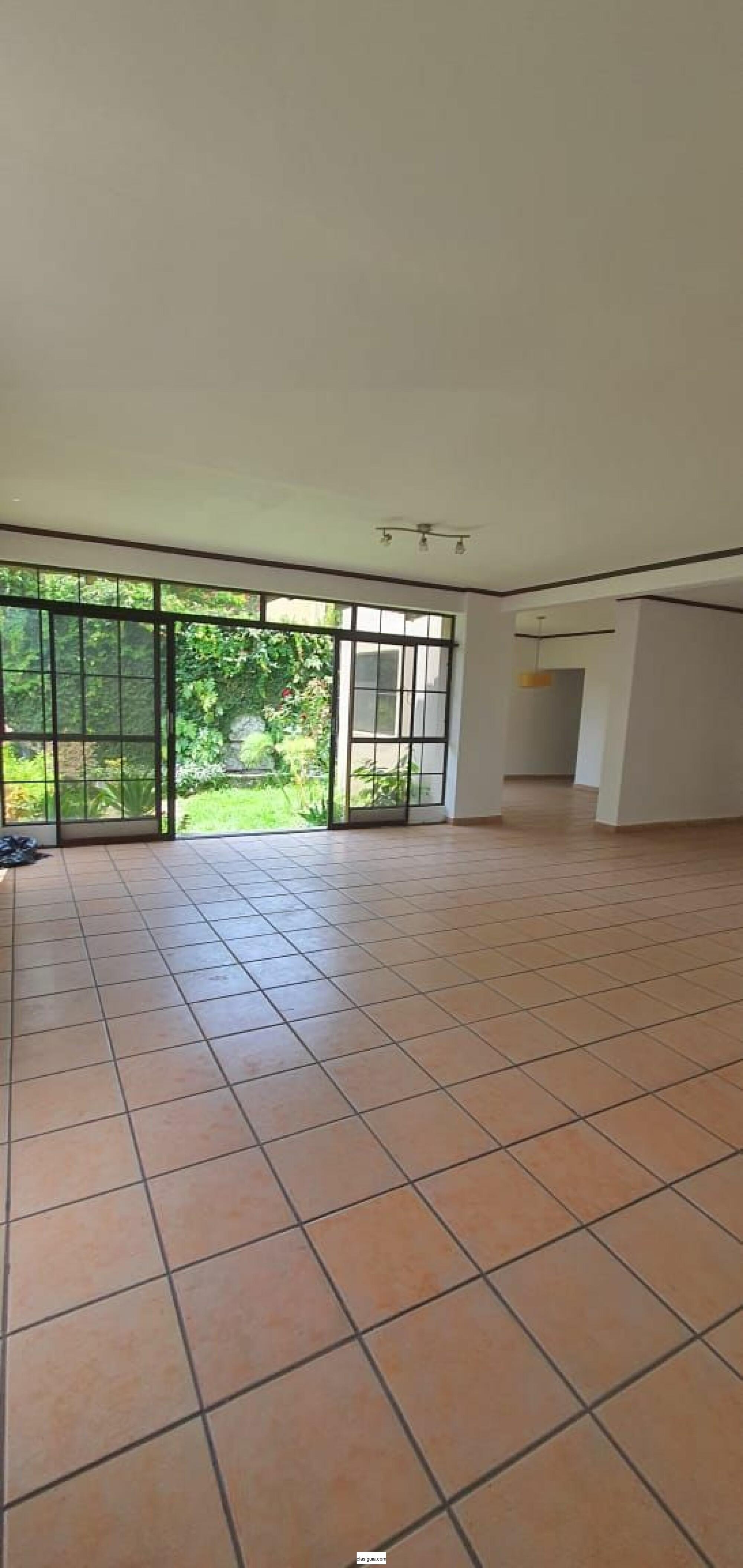 SE VENDE CASA SAN BENITO, PRIVADO, cochera 4 carros, tiene 287 v2 de terreno y 420 mts2 construccion, estudio, 3 habitaciones