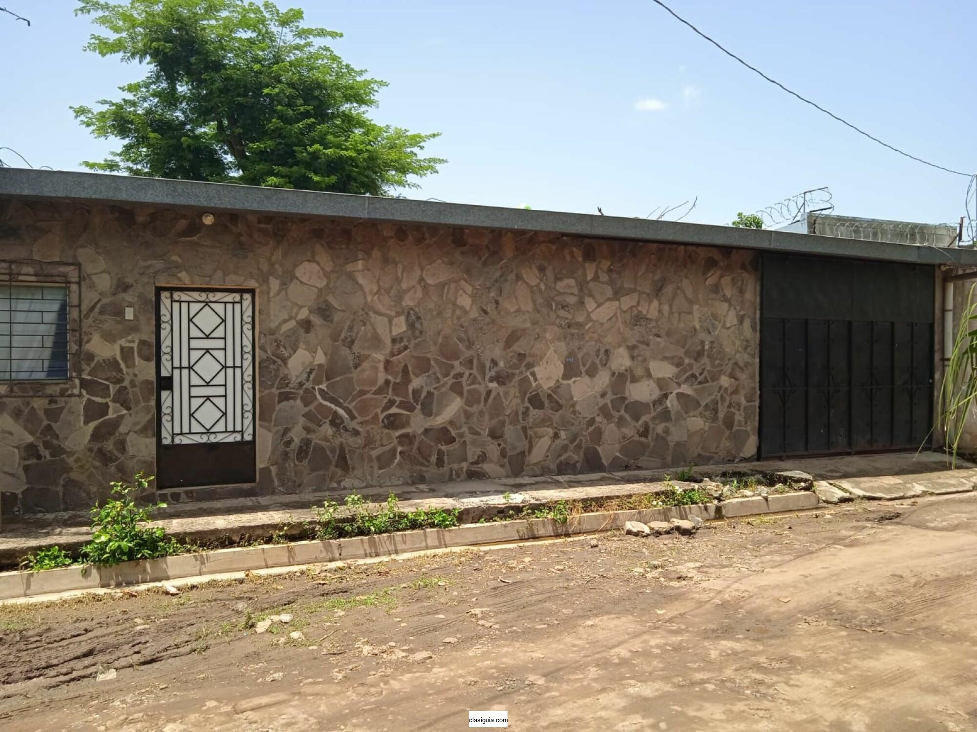Amplica casa en venta en Lot La Capellania