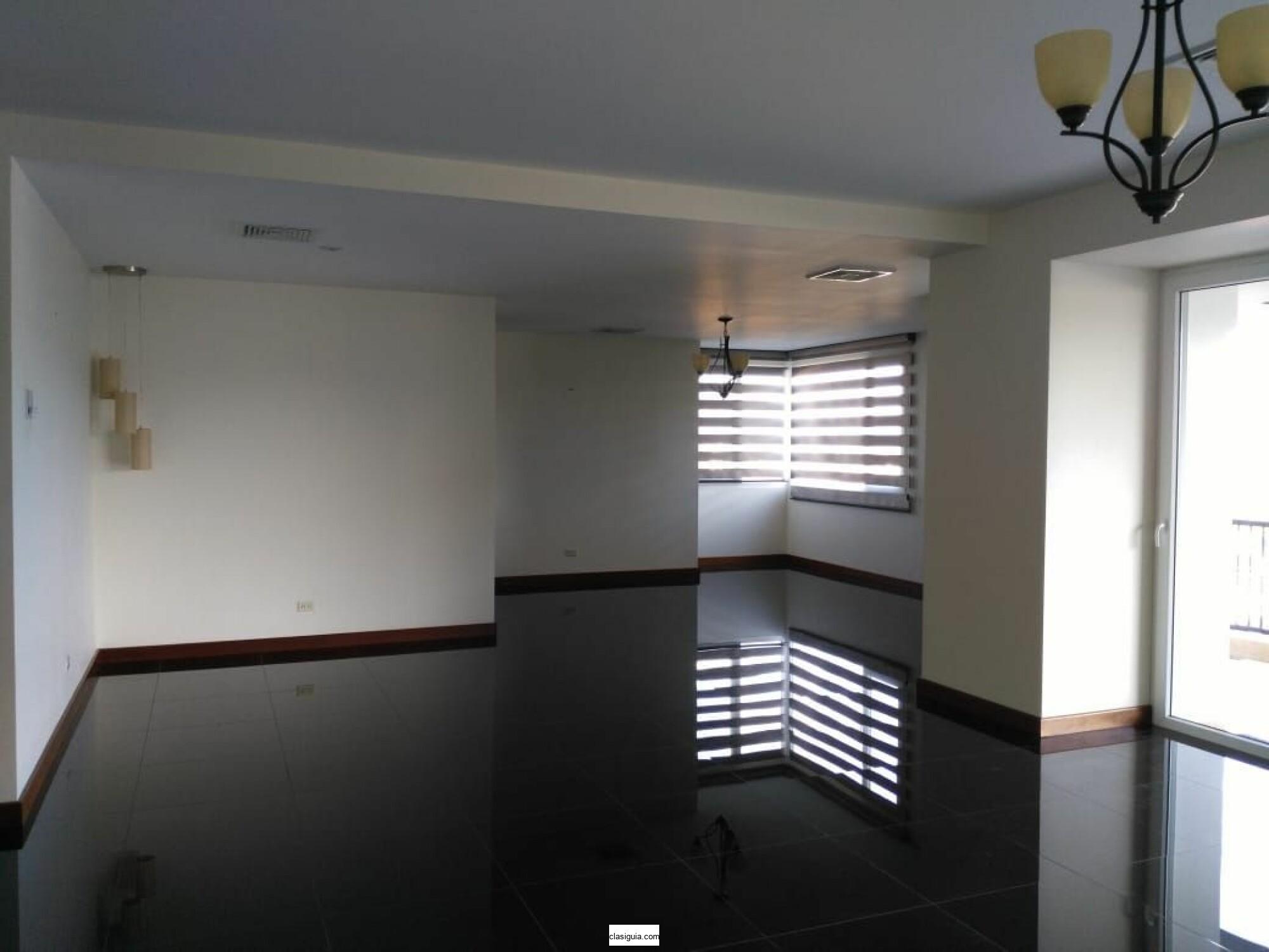 SE ALQUILA APARTAMENTO TORRE ALISIOS SAN BENITO, GRANDE. TIENE 300 mts2, terraza, 3 habitaciones