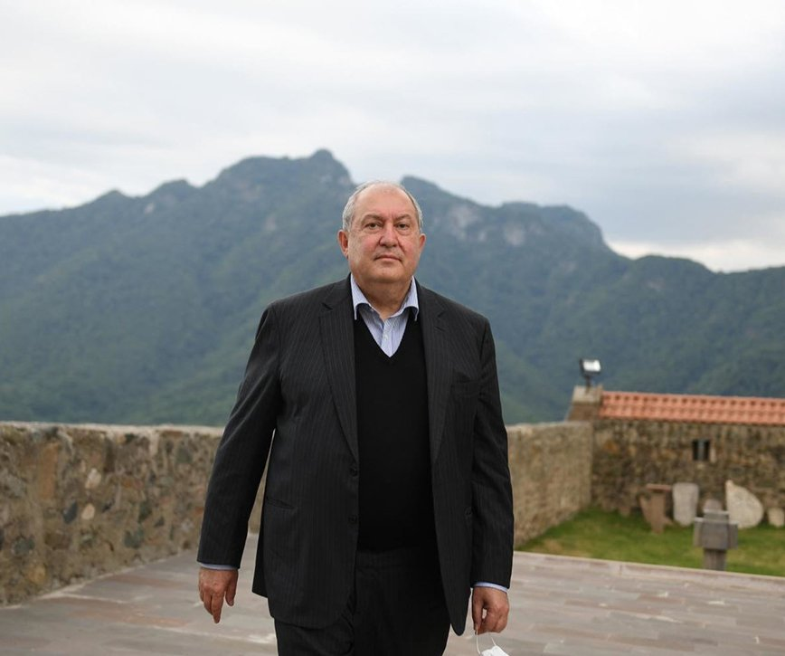 Responding to domestic tensions Armenian President visits Russia in his personal capacity