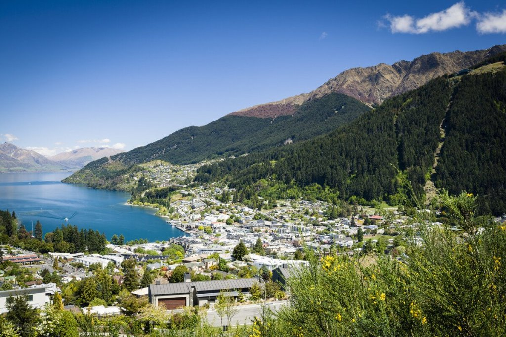 New Zealand government will declare a climate emergency. Parliament will debate next week