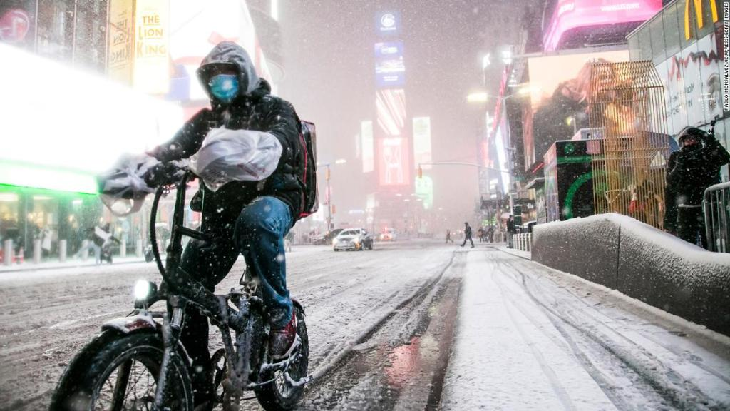 The blizzard continues to sweep the northeast of the United States, making the epidemic prevention and control worse.