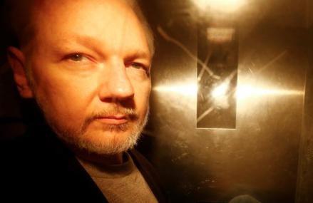Snowden calls on Trump to pardon Assange: Please restore his freedom