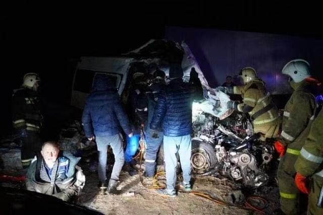 Ghana's two buses collided, killing 17 people