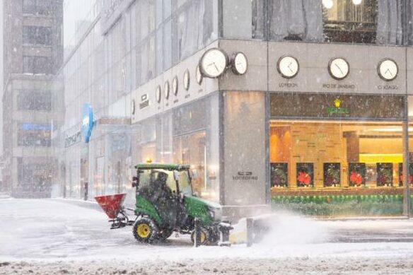 Snowfall is close to the record. Moscow is busy sweeping snow.