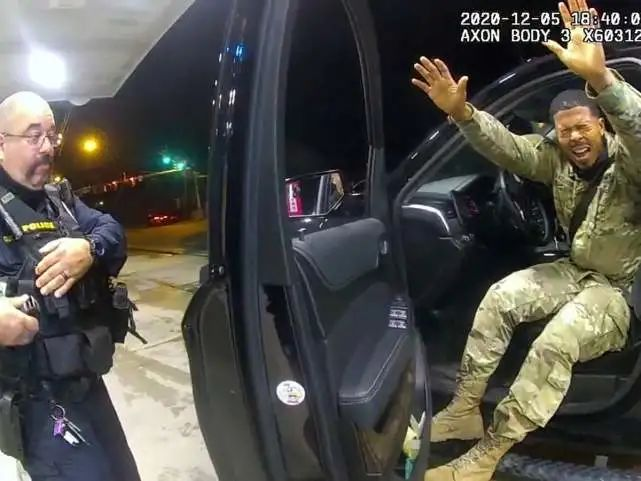 African-American in the United States was shot and killed by a police officer: the police tried to take out a stun gun but took the real one by mistake