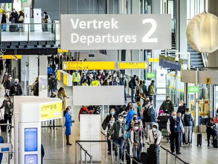 Six Spanish citizens have been arrested at Amsterdam airport in the Netherlands for refusing to comply with anti-pandemic regulations
