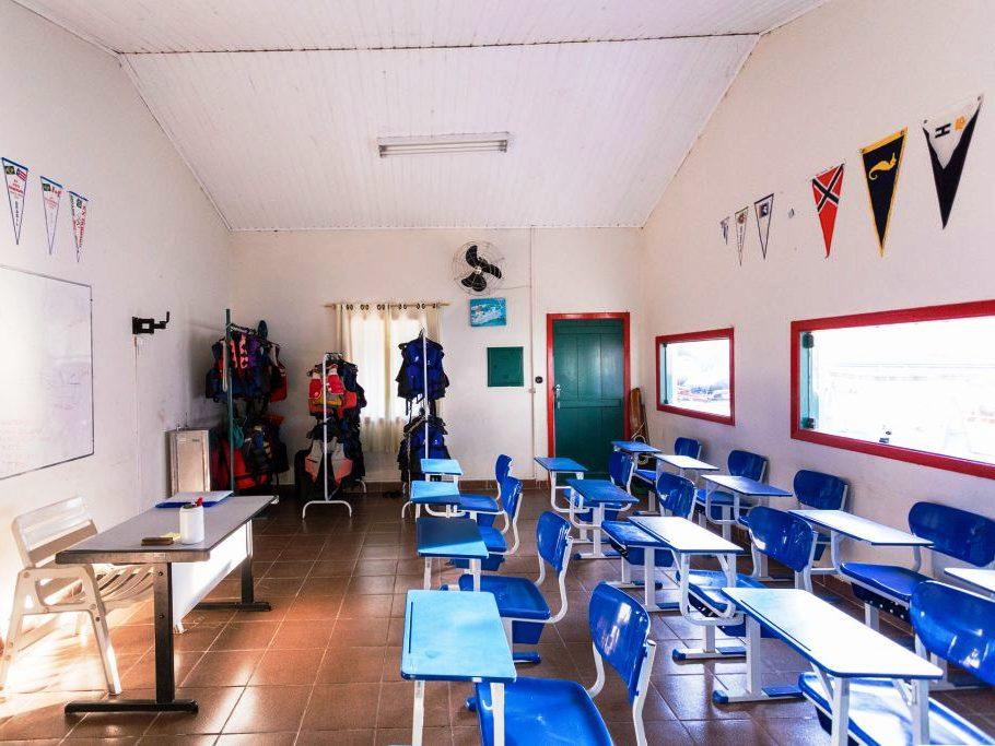 Escola de Vela 910×683