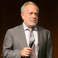 Robert_Reich_at_the_UT_Liz_Carpenter_Lecture_2015_(cropped2)