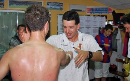La celebración en el vestuario tras vencer a los penaltis ante el Haro / P. Aguilera