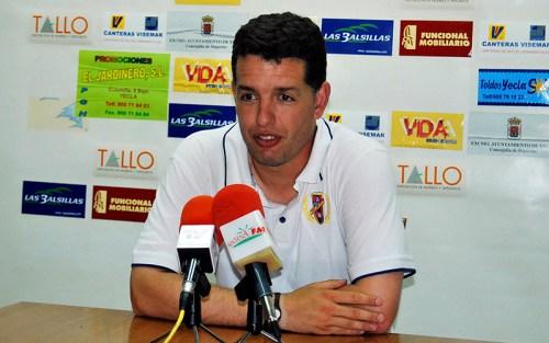 Sandroni, en una rueda de prensa como técnico azulgrana / P. Aguilera
