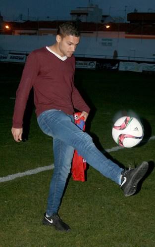 Dani Gómez da sus primeros toques como jugador del Yeclano