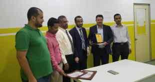 تكريم مدير المدرسة الأسبق للمدرسة اليمنية وأعضاء اللجنة الإشرافية