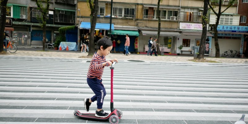 [親子] GLOBBER 二合一大師版、木製版滑板車、護具、安全帽