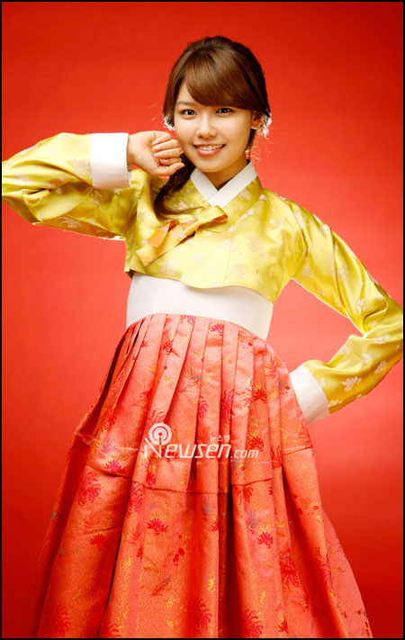 Korean pop group SNSD Sooyoung in Hanbok