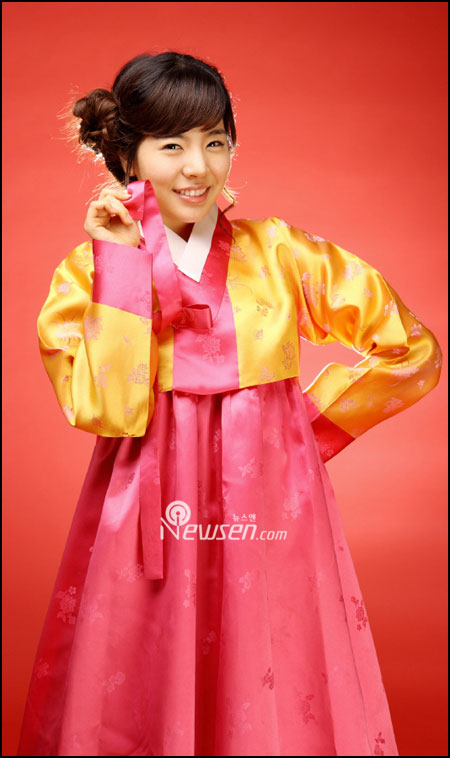 Korean pop group SNSD Sunny in Hanbok