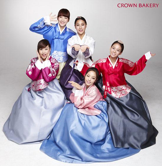 Korean girls group Kara Crown Bakery photo
