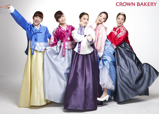 Korean girls group Kara Crown Bakery photo