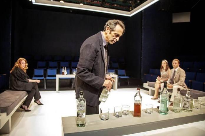 מותך ההצגה מי מפחד מוירג'ניה וולף (צילום: ז'ראר אלון)