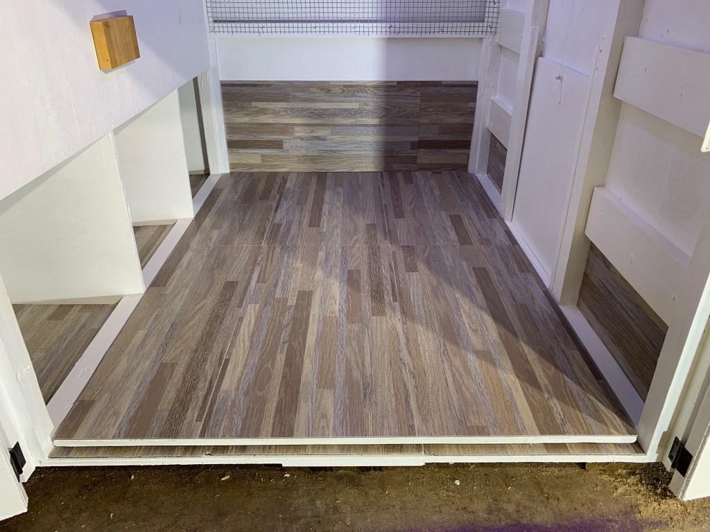 Vinyl tiles in duck house