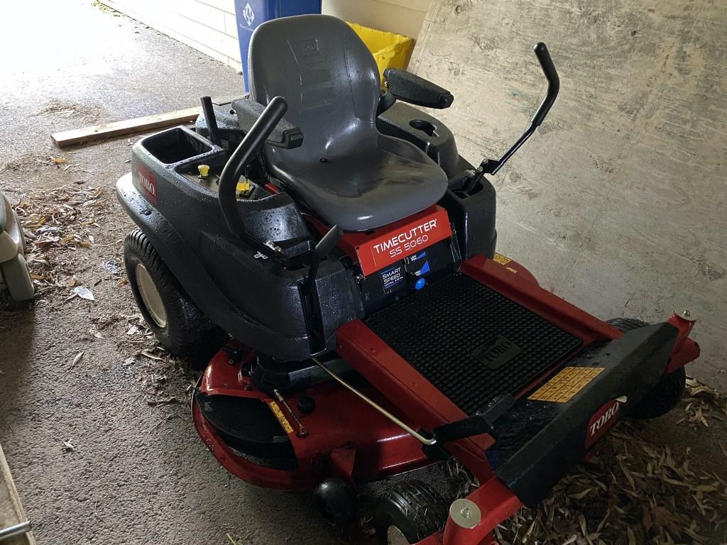 Zero-turn mower