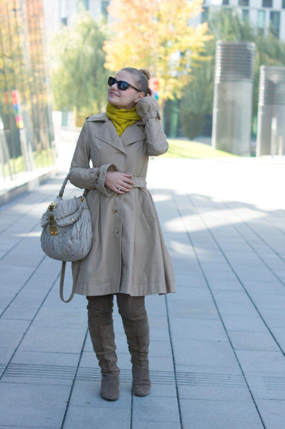 yellowgirl_victorrolf-trenchcoat-miumiu-tasche-rauleder-overknees_2