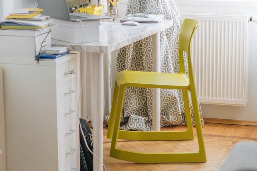 yellowgirl_Wohnzimmerupdate-Lampen-schreibtischsessel-flinders-vitra-bambus (4 von 13)