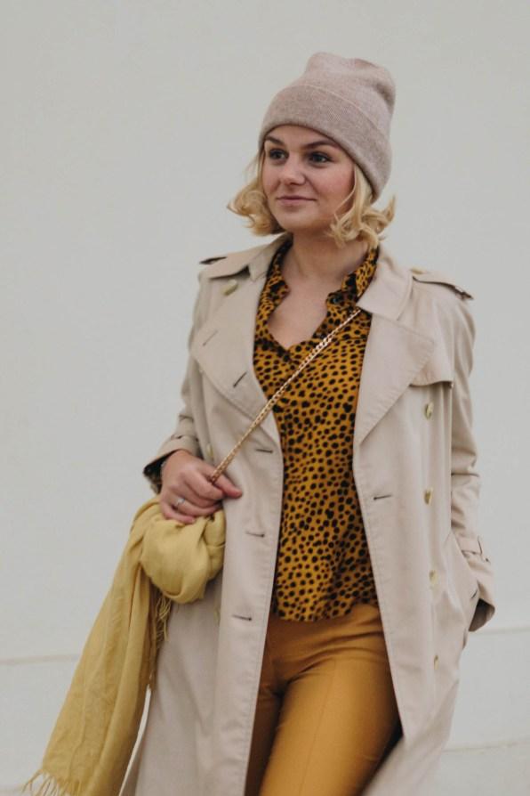 yellowgirl_Herbst-outfit-Animalprint-trenchcoat und Kaschmir haube von MOGLI & MARTINI (4 von 16)