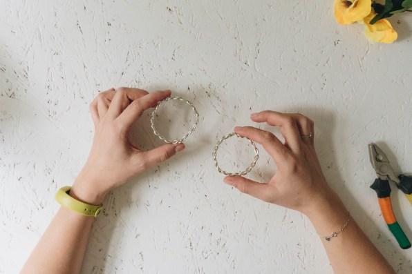 yellowgirl_Minimalistische DIY Valentinstags-Serviettenringe mit Stoffblumen (8 von 26)