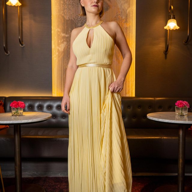 https://i1.wp.com/yellowgirl.at/wp-content/uploads/2019/02/yellowgirl-Ball-Outfit-gelbes-Ballkleid-TFNC-Maxikleid-7.jpg?resize=640%2C640&ssl=1