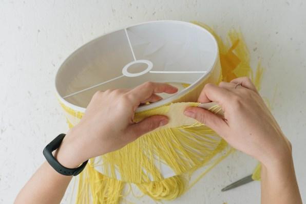 yellowgirl_DIY Fransen Lampenschirm (9 von 14)