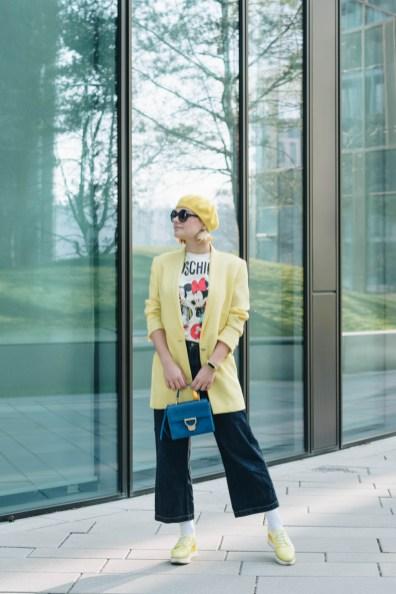 yellowgirl_#LemonVerbena Outfit- in oversize Blazer, HMxMoschino Shirt, Platform Sneakers, Jeans Culotte und mit Coccinelle Arlettis Tasche (2 von 10)