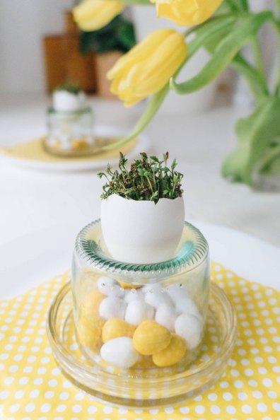 yellowgirl-DIY Ostertisch- Ostereier mit Kresse-Glasflaschen-Eierbecher (20 von 21)