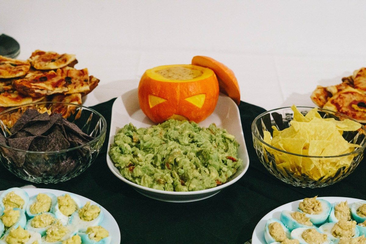 https://i1.wp.com/yellowgirl.at/wp-content/uploads/2019/10/Hallowen-der-kotzende-Guacamole-Kürbis-1-von-3.jpg?fit=1200%2C801&ssl=1