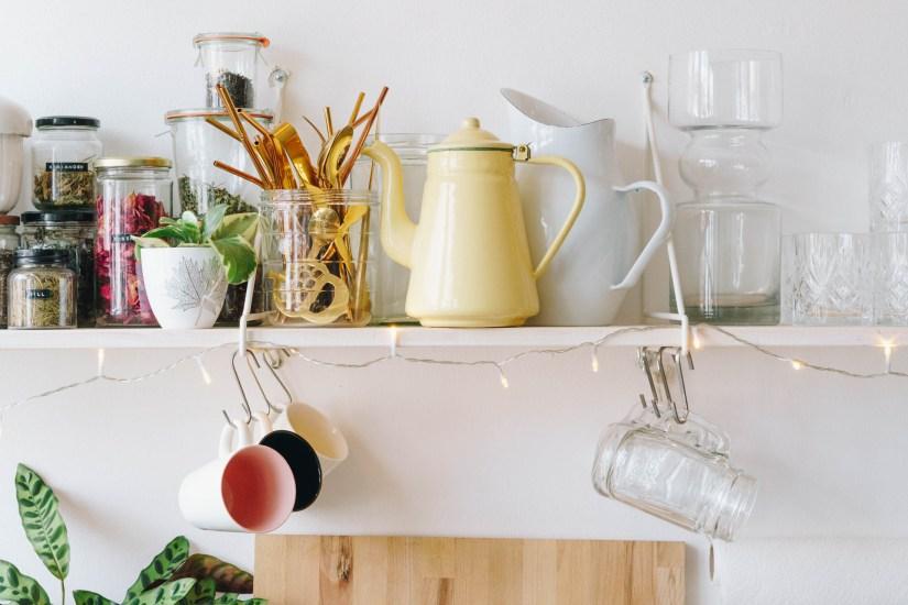 yellowgirl-DIY Küche- meine weiß geölten Küchenregale (13 von 30)