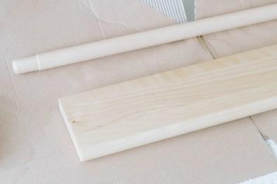 yellowgirl-Ikea Hack in der Küche- helles Holz für Wandregal und Stange (2 von 4)