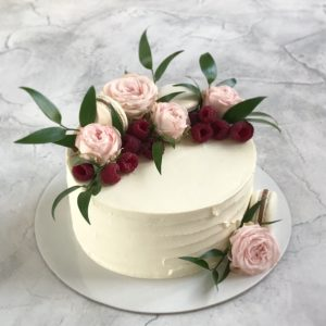 торт крем-чиз с цветами