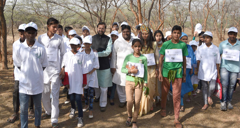 The Minister of State for Environment, Forest and Climate Change (Independent Charge), Mr. Prakash Javadekar and the Minister of Environment and Forest, Delhi, Mr. Imran Hussain taking a