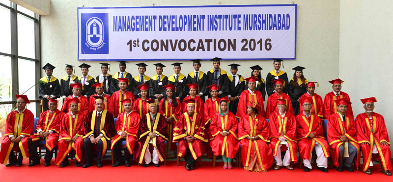 The President, Mr. Pranab Mukherjee in a group photograph at the Convocation of the Management Development Institute- Murshidabad, at MID- Murshidabad, in Jangipur, West Bengal on August 24, 2016. The Union Minister for Food Processing Industries, Mrs. Harsimrat Kaur Badal, the Minister of State for Food Processing Industries, Sadhvi Niranjan Jyoti and other dignitaries are also seen.